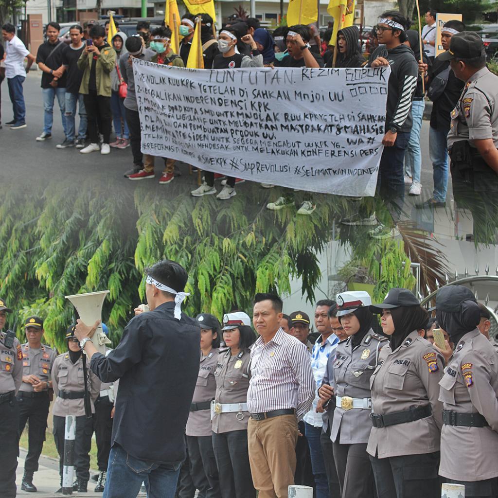Menerima Aspirasi DPC Himpunan Mahasiswa Hukum Indonesia Samarinda